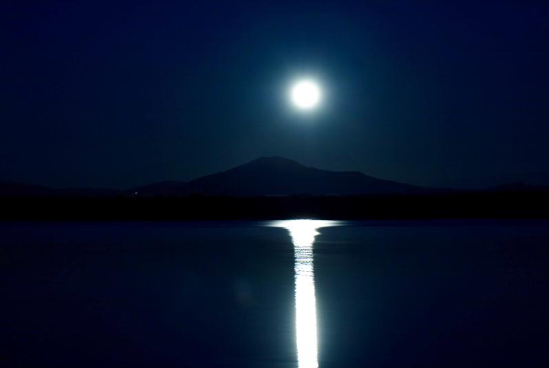 Reflejos de luna llena. César Martín Alcoba