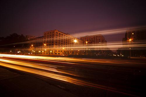 http://ivan-castro-fotografia.blogspot.com.es/2011/12/como-tomar-fotografias-luces-en.html