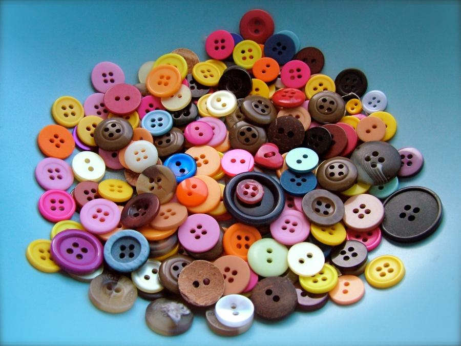 Buttons. Foto extraída de internet. © Sarah Klockars-Clauser for openphoto.net