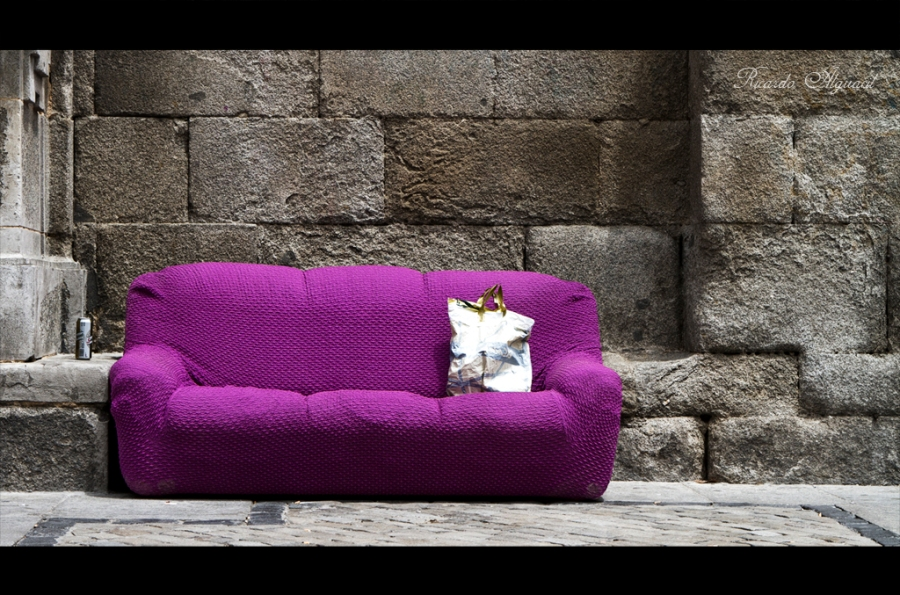 The purple couch. Foto: Ricardo Alguacil. Todos los derechos reservados.