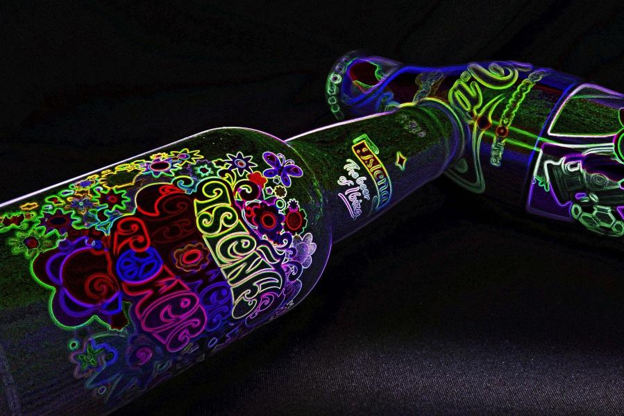 Bottles. Foto: Luis MGB. CC0 Public Domain.